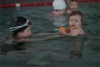 Plavání kojenců v Bystřici
