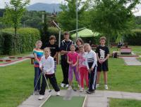 Naše děti na minigolfu